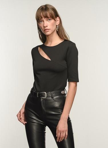 NGSTYLE NGSTYLE Kadın Dekolte Detaylı Bluz Siyah